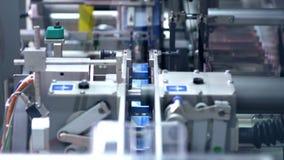 Pakować kreskowy przy farmaceutyczną fabryką Medyczni leki na pakować maszynę zbiory