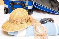 Pakować walizkę Zdjęcia Royalty Free