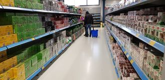 Pakować z herbacianymi torbami w supermarkecie obrazy stock