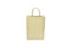 Pakpapier het winkelen zak met handvatten over op witte achtergrond Royalty-vrije Stock Afbeeldingen