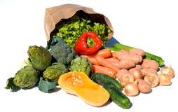 Pakpapierzak en groenten Stock Afbeeldingen
