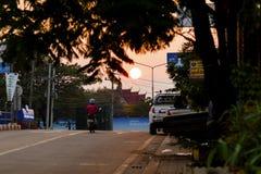 Pakse Champasak landskap, Laos 17 mars 2018: Soluppgång på en mai Arkivbild