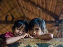 PAKSE LAOS, Augusti 14: En oidentifierade Laos lite i det hous Arkivfoton