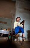 PAKSE LAOS, Augusti 14: Ett oidentifierat Laos pyssammanträde Arkivfoton