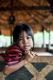 PAKSE, LAOS, el 14 de agosto: Un Laos no identificado poco en el hous Foto de archivo libre de regalías