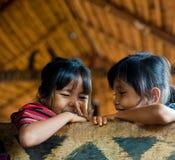 PAKSE, LAOS, il 14 agosto: Il Laos non identificato piccolo nel hous Fotografie Stock