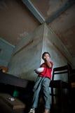 PAKSE, LAOS, il 14 agosto: Una seduta non identificata del ragazzino del Laos Fotografia Stock