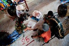 PAKSE LAOS, SIERPIEŃ, - 12: Widok rynek w Pakse mieście jest Fotografia Royalty Free