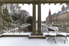 Palácio da paz, Vredespaleis, sob a neve imagem de stock royalty free
