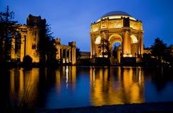 Palácio das belas artes no crepúsculo fotografia de stock