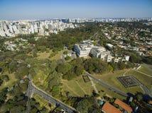 Palácio de Bandeirantes, o governo do estado de Sao Paulo, na vizinhança de Morumbi, Brasil imagens de stock royalty free
