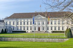 Palácio de Bellevue, a residência do presidente de Alemanha no distrito do Tiergarten de Berlim foto de stock