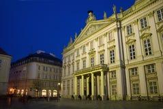 Palácio de Bratislava - de Primacial na noite Imagens de Stock Royalty Free