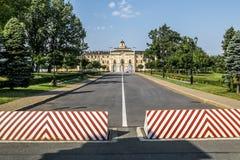 Palácio de Congres Palácio-Constantim em Strelna em um verão ensolarado d Imagens de Stock