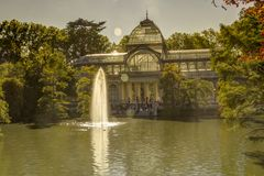 Palácio de Cristal no parque de Retiro no Madri imagens de stock