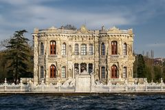 Palácio de Kucuksu na cidade de Istambul, Turquia Fotografia de Stock