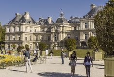 Palácio de Luxemburgo em um dia ensolarado em Paris imagens de stock royalty free