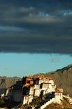 Palácio de Potala em Lhasa fotos de stock
