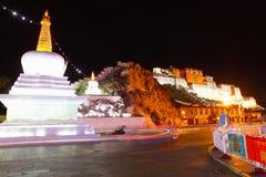 Palácio de Potala na noite Imagens de Stock Royalty Free