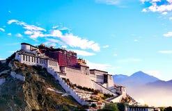 Palácio de Potala no amanhecer imagem de stock royalty free