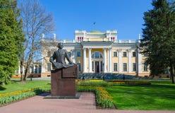Palácio de Rumyantsev-Paskevich e de monumento para contar Rumyantsev, Foto de Stock Royalty Free
