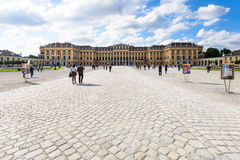 Palácio de Schloss Schonbrunn da entrada, Viena fotografia de stock royalty free
