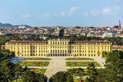 Palácio de Schonbrunn em Viena, Áustria, de vista completa fotografia de stock