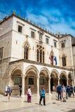 Pal?cio de Sponza situado na cidade velha em Dubrovnik imagens de stock royalty free