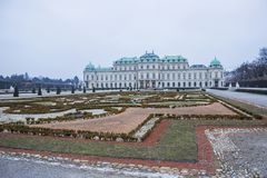 Palácio do Belvedere em Viena em um ângulo imagens de stock