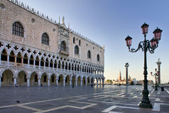 Palácio do Doge em Veneza na manhã imagens de stock
