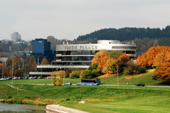 Palácio do fórum em Vilnius no tempo do outono Imagem de Stock Royalty Free