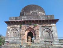 Palácio do túmulo antigo das cortinas em Mandav fotografia de stock