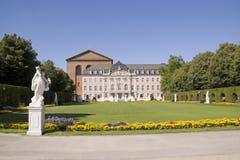 palácio dos Príncipe-eleitores e basílica de Constantim foto de stock royalty free