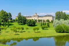 Palácio e parque do congresso de Konstantinovsky em Strelna, St Petersburg, Rússia imagem de stock royalty free