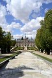 Palácio, fonte no primeiro plano La granja de San Ildefonso, Spai imagem de stock royalty free