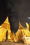 Palácio grande bonito na noite fotografia de stock