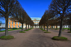 Palácio grande de Peregofsky em Peterhof, St Petersburg, Rússia Imagem de Stock Royalty Free
