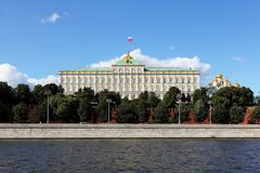 Palácio grande do Kremlin do Kremlin de Moscou em julho foto de stock
