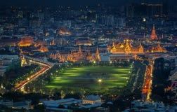Palácio grande no crepúsculo em Banguecoque Fotos de Stock