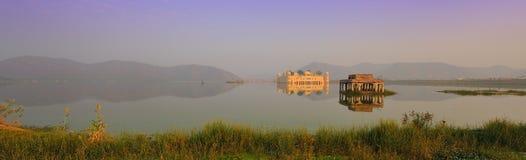 Palácio mahal da água da cadeia Fotografia de Stock Royalty Free