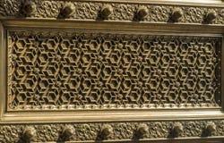 Palácio Mysore da cidade - teste padrão complexo da porta fotos de stock royalty free