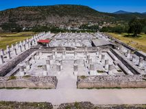 Palácio queimado no local arqueológico de Tula, México imagens de stock royalty free