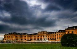 Palácio Schonbrunn Schloss Schönbrunn, vista dianteira com uma fonte foto de stock royalty free