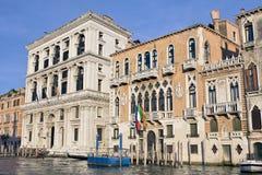 Palácios velhos no canal grande no por do sol Imagem de Stock