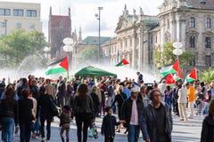 Palästinensische Demonstration in der Mitte einer bedeutenden europäischen Stadt lizenzfreies stockbild