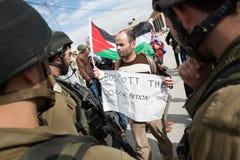 Palästinensischer Protest 'boykottieren Sie der Besetzung' stockbilder