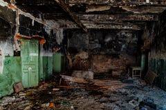 Palący wnętrza po ogienia w przemysłowym lub budynku biurowym zdjęcie stock