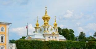 Pal?cio de R?ssia Peterhof em horas de ver?o de StPetersburg foto de stock