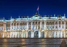 Pal?cio do inverno do museu de eremit?rio no quadrado na noite, St Petersburg do pal?cio, R?ssia imagens de stock