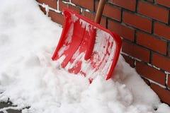 Pala en una nieve Imagen de archivo